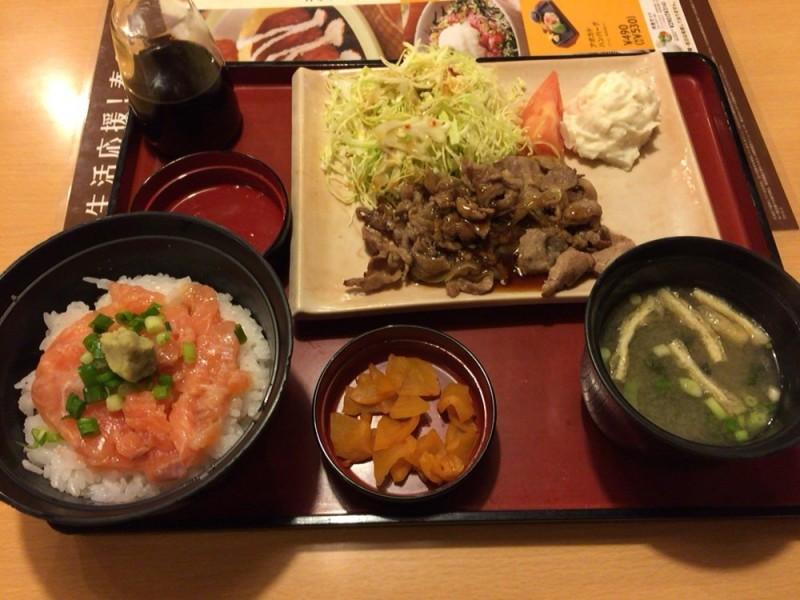 ジョイフル(joyfull)のメニュー ミニサーモン丼と焼肉の定食