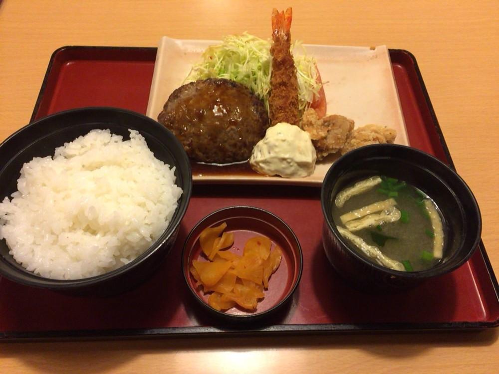 ジョイフル(joyfull)のメニュー 照り焼きハンバーグ&エビフライ&唐揚げ定食