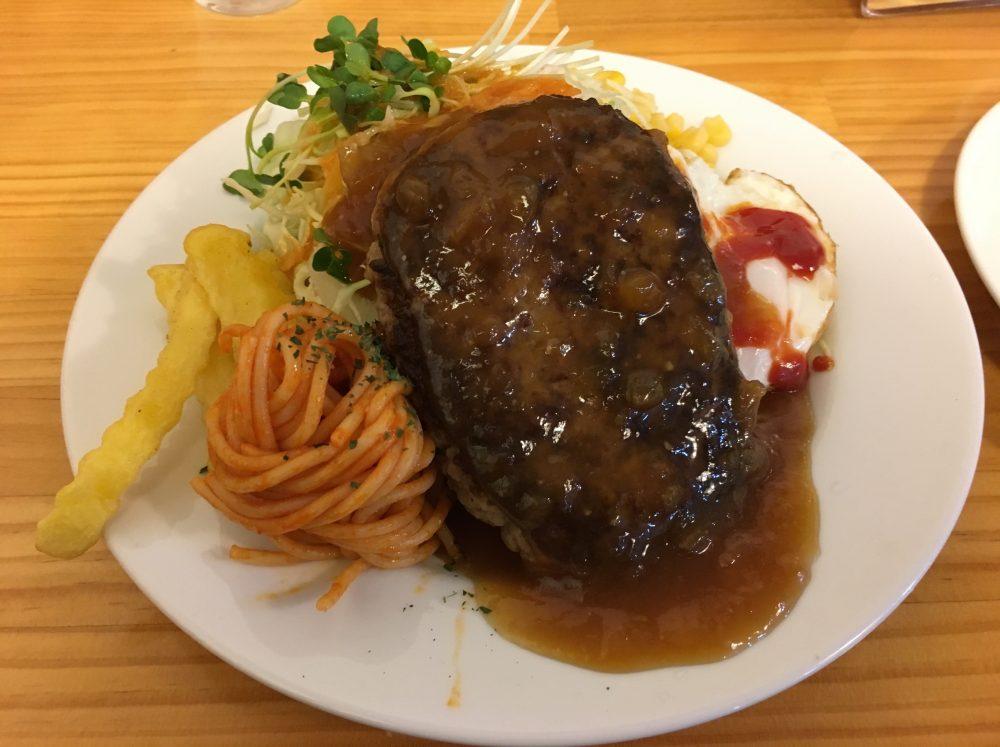 洋食店「ワンポイント」ハンバーグライス